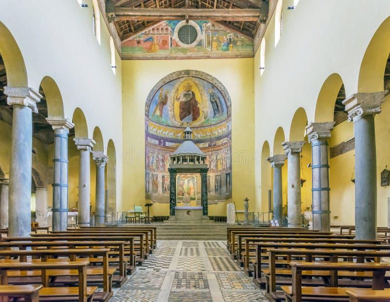 Interior da igreja antiga da basílica de San Saba fotografia de stock