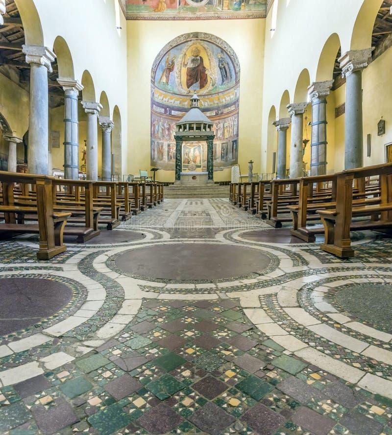 Interior da igreja antiga da basílica de San Saba em Roma fotografia de stock