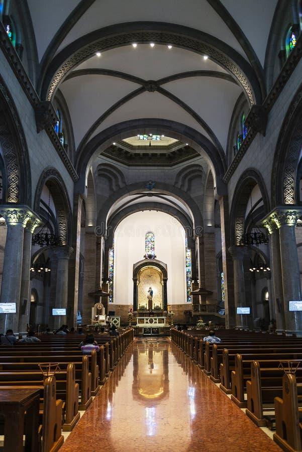 Interior da igreja católica da catedral de manila do marco no philipp foto de stock royalty free
