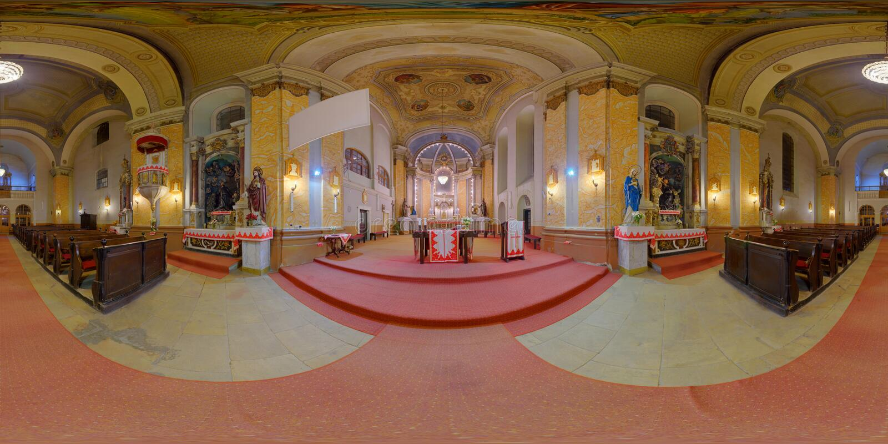 Interior da igreja Católica de St Peter em Gherla, Romênia foto de stock royalty free
