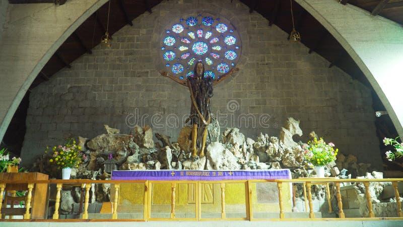 Interior da igreja Católica, Sagada, Filipinas imagens de stock royalty free