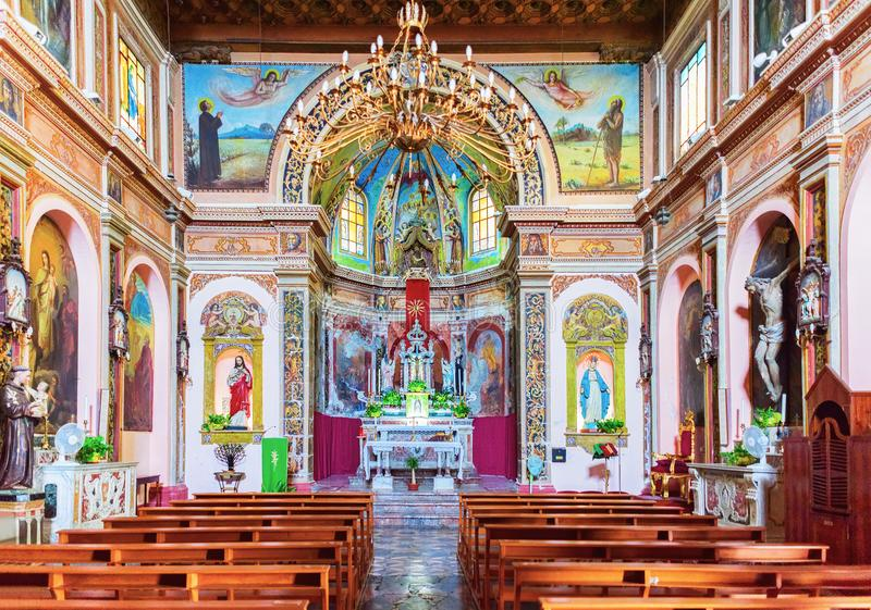 Interior da igreja de San Michele na vila de Savoca foto de stock royalty free