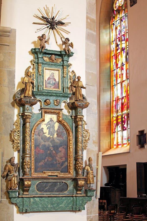 Interior da igreja na cidade Presov, Eslováquia imagem de stock royalty free
