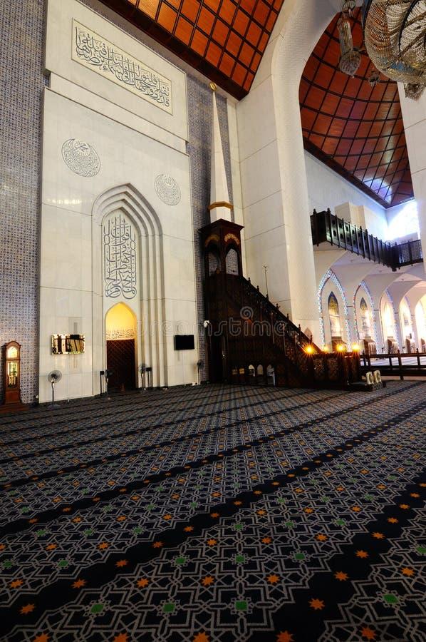 Interior da mesquita a de Sultan Salahuddin Abdul Aziz Shah K um xá Alam Mosque imagem de stock royalty free