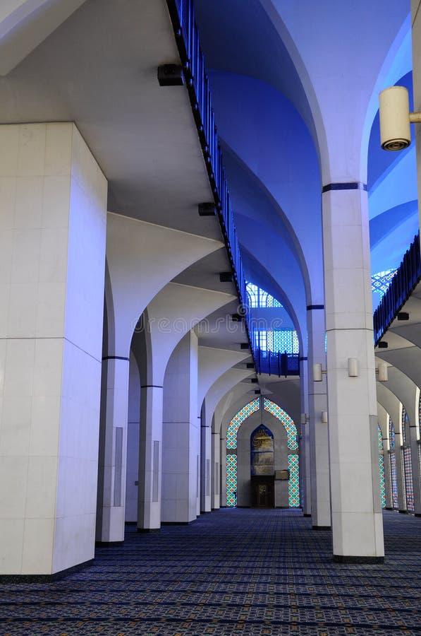 Interior da mesquita a de Sultan Salahuddin Abdul Aziz Shah K um xá Alam Mosque fotografia de stock