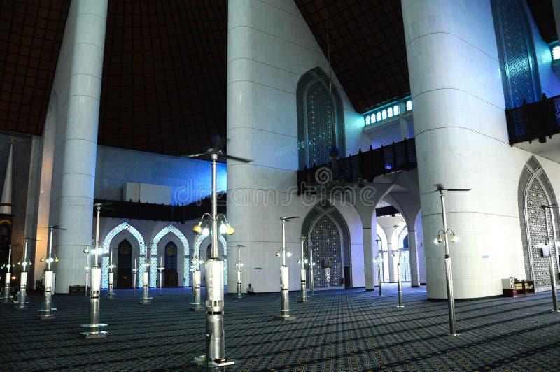 Interior da mesquita a de Sultan Salahuddin Abdul Aziz Shah K um xá Alam Mosque fotos de stock