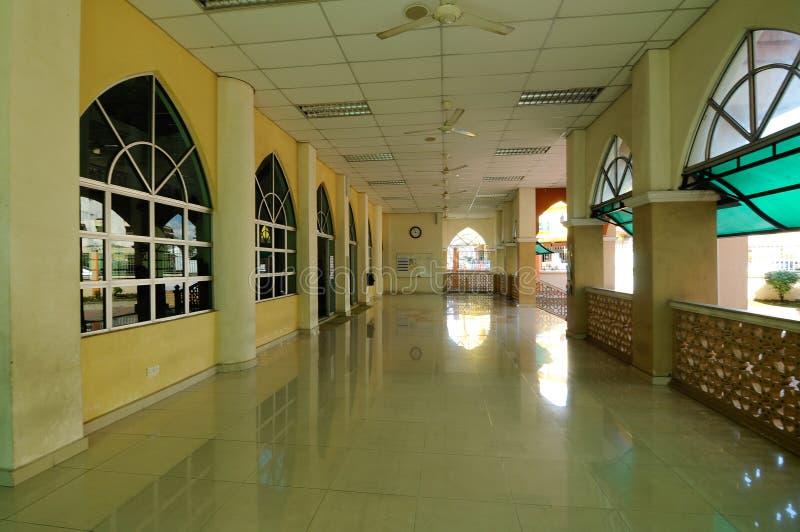 Interior da mesquita nova de Masjid Jamek Jamiul Ehsan a K um Masjid Setapak foto de stock royalty free