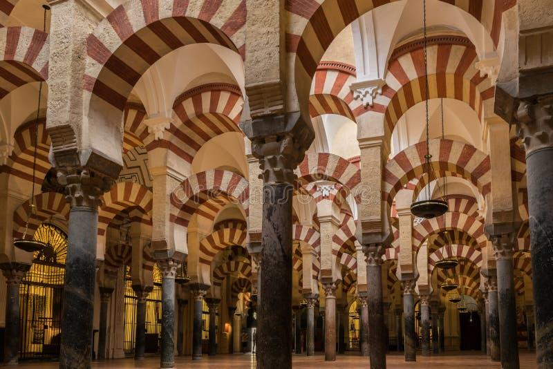 Interior da Mezquita-catedral, Córdova, a Andaluzia, Espanha fotos de stock