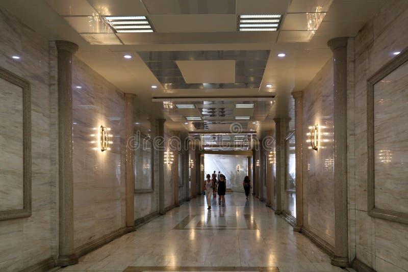 Interior da passagem subterrânea na avenida de Neftchilar fotografia de stock royalty free