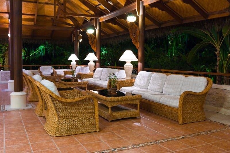 Interior da recepção tropical da entrada do hotel fotografia de stock