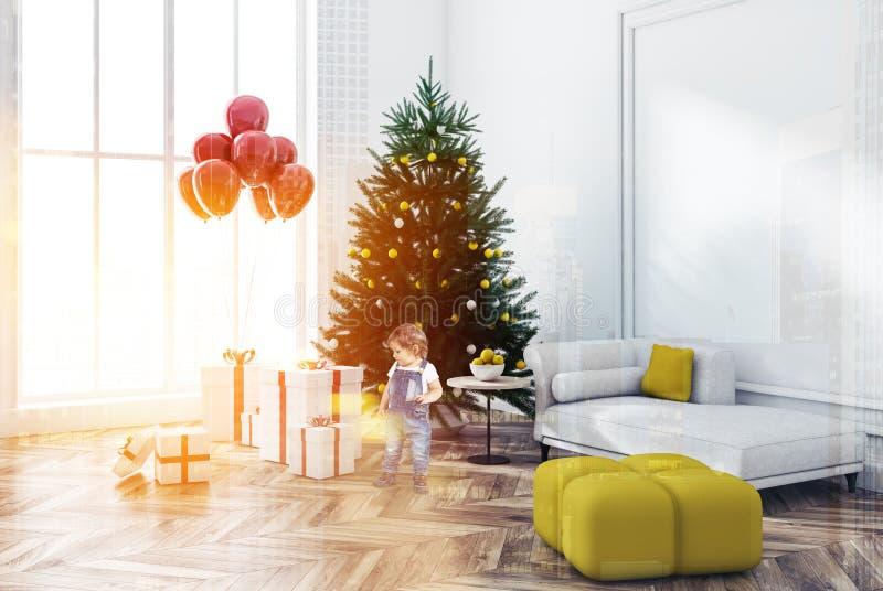 Interior da sala de visitas do Natal, rapaz pequeno foto de stock royalty free