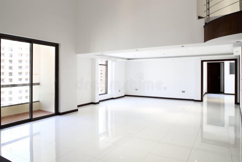 Interior da sala vazia brilhante imagens de stock