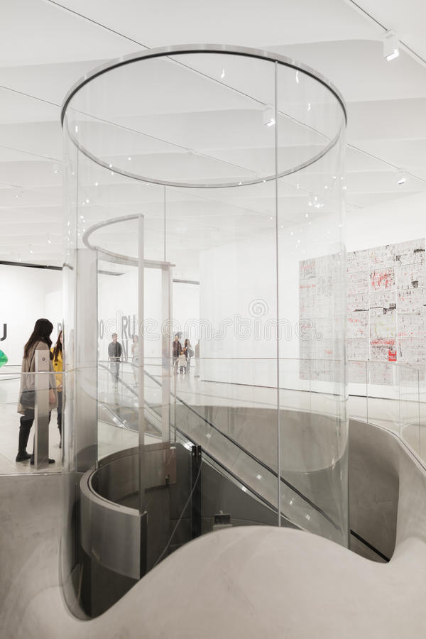 Interior de Art Museum contemporâneo largo fotografia de stock royalty free
