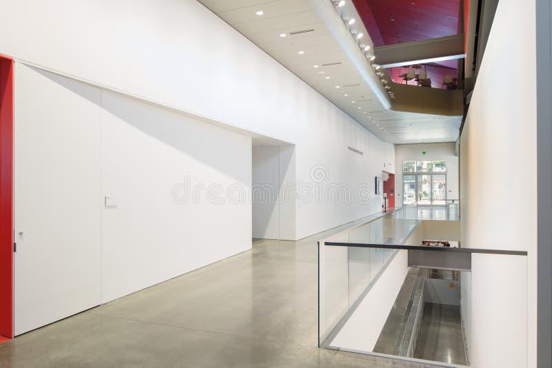 Interior de Berkeley Art Museum e do arquivo pacífico do filme imagem de stock
