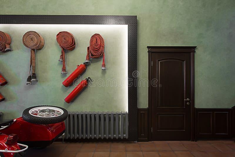 Interior de canto do quartel dos bombeiros imagens de stock