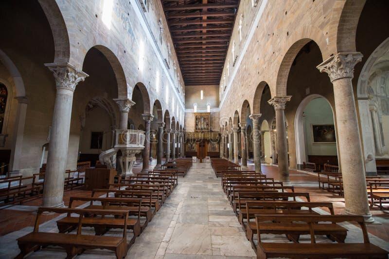 Interior de Chiesa di San Salvatore Lucca da água santamente foto de stock royalty free