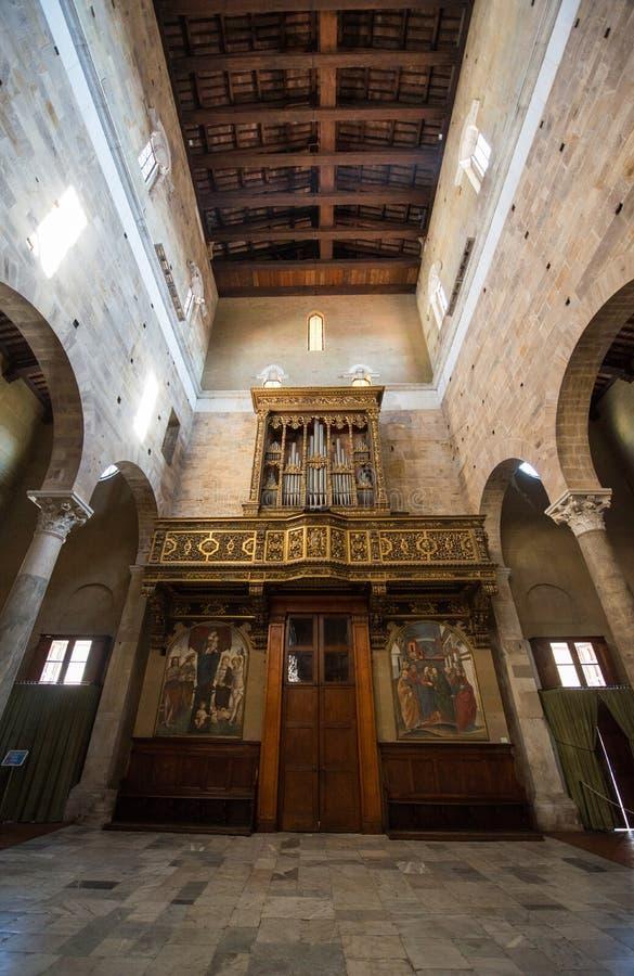 Interior de Chiesa di San Salvatore Lucca imagens de stock royalty free