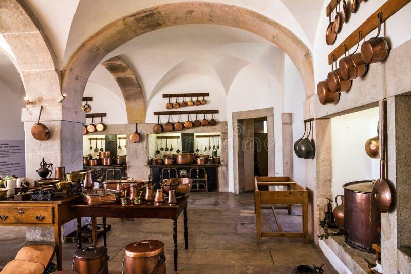 Interior de cobre del utensilio de la cocina de la cocina real en P nacional imágenes de archivo libres de regalías