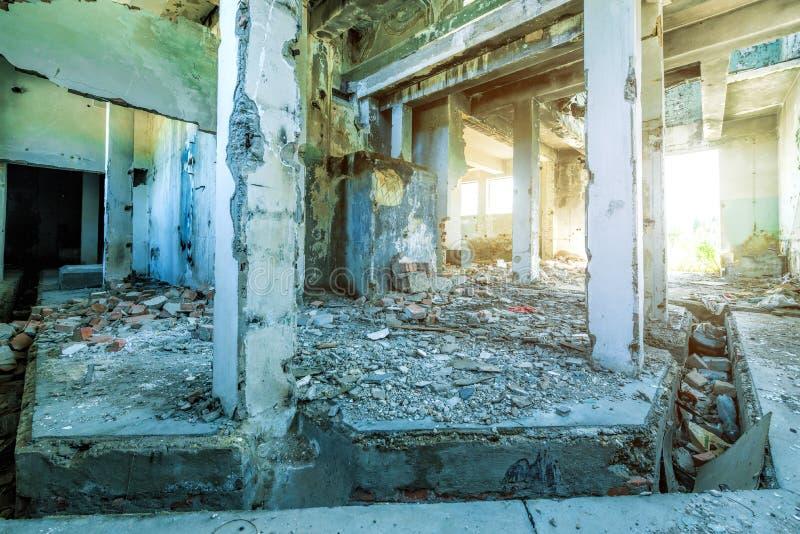Interior de construção arruinado velho fotografia de stock