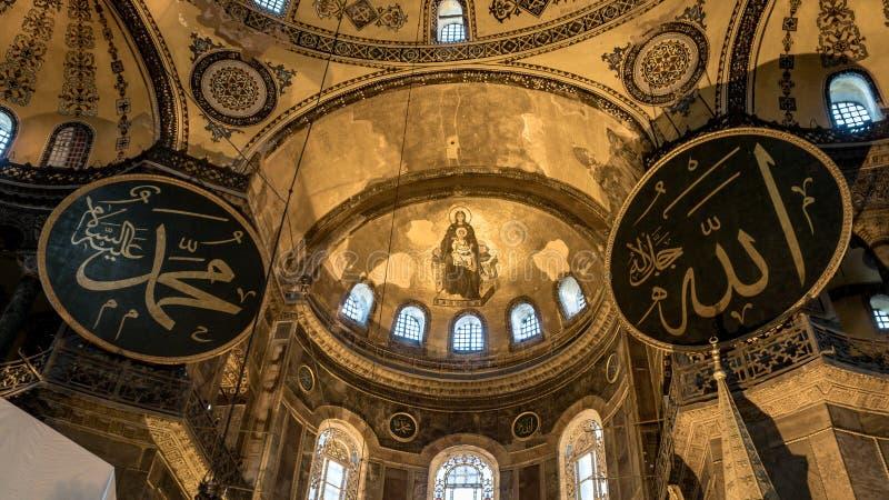 Interior de Hagia Sophia en Sultanahmet Estambul Turquía - fondo de la arquitectura foto de archivo