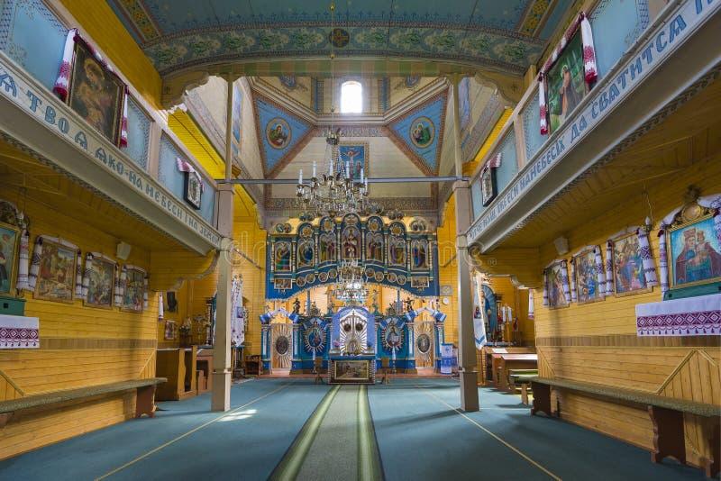 Interior de interior En la iglesia vieja preservada decoración interior y pared-pintura del renacimiento en Goshev, Ucrania Monum imagen de archivo libre de regalías