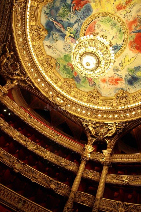 Interior de la ópera de París imagenes de archivo