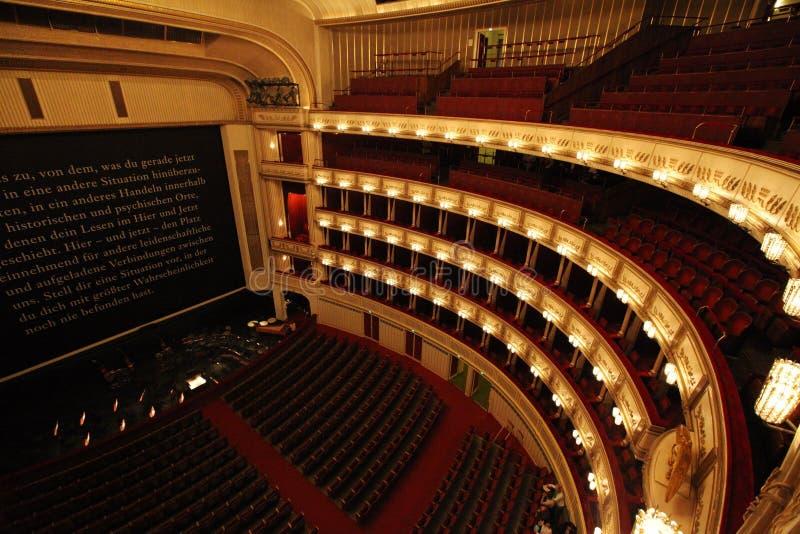 Interior de la ópera del estado de Viena foto de archivo