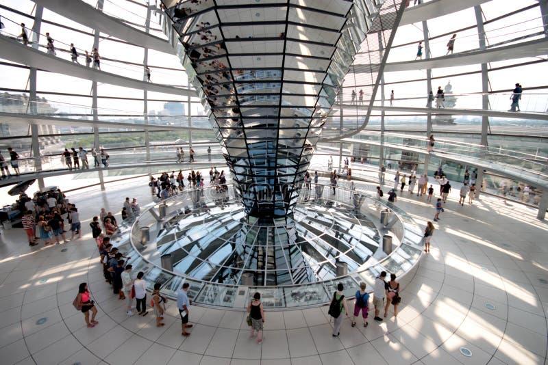 Interior de la bóveda de Reichstag fotos de archivo