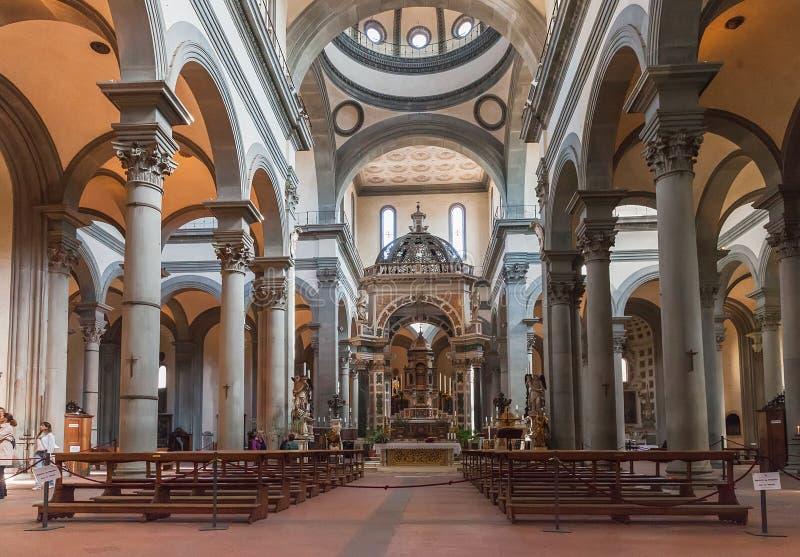 Interior de la basílica del Espíritu Santo Santo Spirito en F fotos de archivo