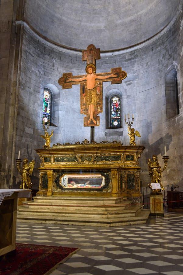 Interior de la basílica de San Micaela in foro en Lucca Italia fotos de archivo libres de regalías