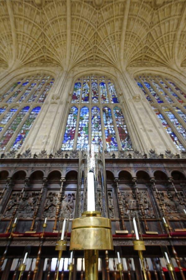 Interior de la capilla del Kings College, Cambridge El visitar de los turistas fotografía de archivo libre de regalías