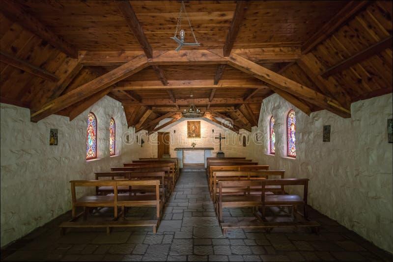 Interior de la capilla Nuestra Senora de la Asuncion - angostura del La del chalet, Patagonia, la Argentina imágenes de archivo libres de regalías