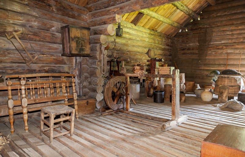Interior de la casa de madera rural vieja imagen de archivo editorial imagen de dise o - Interior casas de madera ...