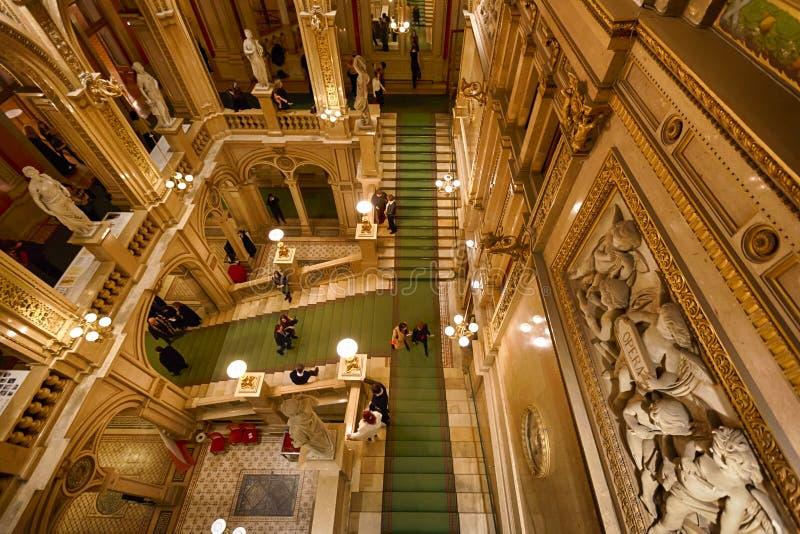 Interior de la casa del estado de la ópera, Viena foto de archivo libre de regalías