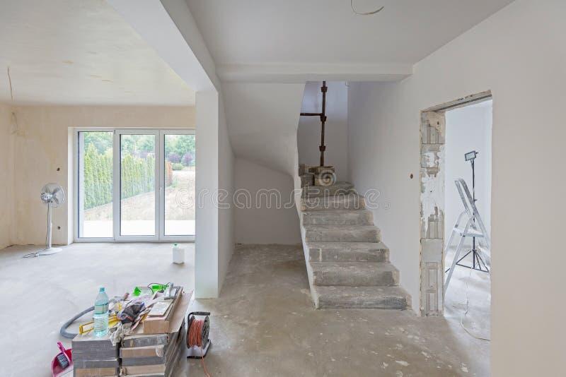 Interior de la casa en la renovación imagen de archivo libre de regalías
