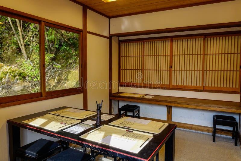 Interior de la casa japonesa tradicional fotografía de archivo libre de regalías