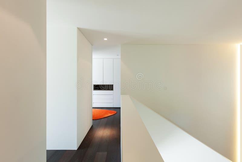 Interior de la casa, opinión del paso imagen de archivo libre de regalías