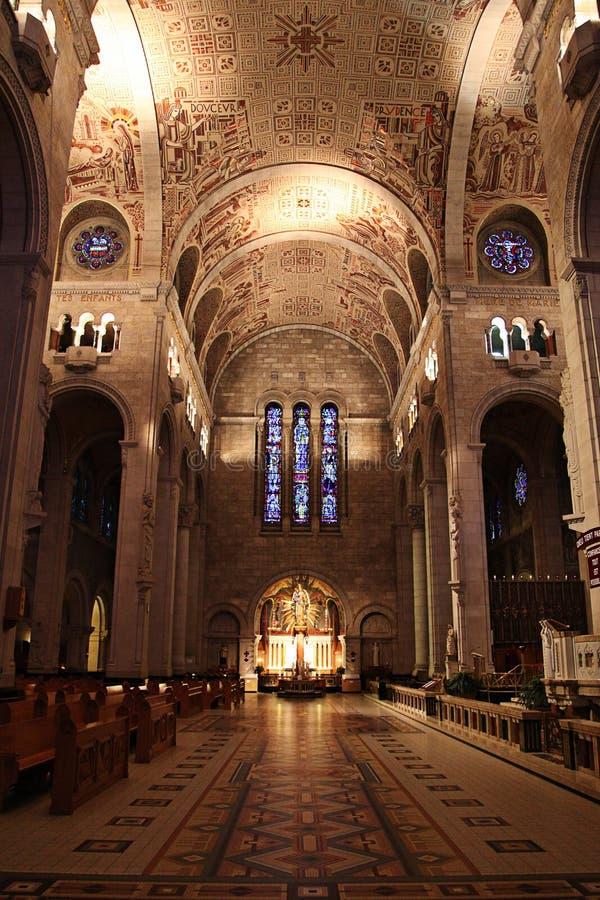 Interior de la catedral fotografía de archivo