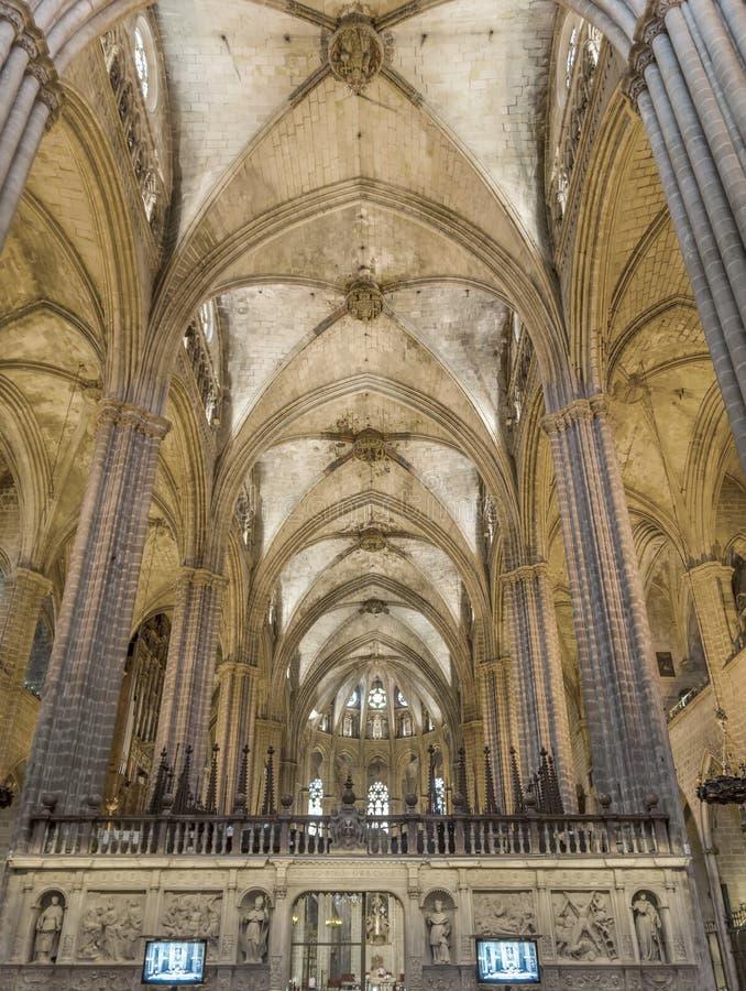 Interior de la catedral de la cruz y del santo santos Eulalia imágenes de archivo libres de regalías