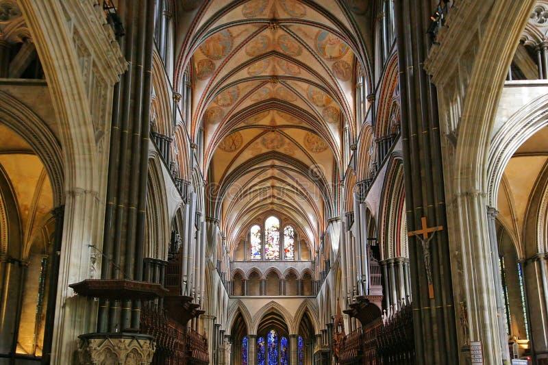 Interior de la catedral de Salisbury imágenes de archivo libres de regalías