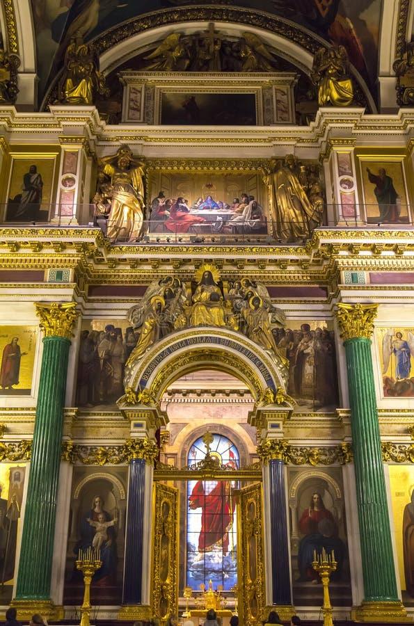 Interior de la catedral del St Isaac imagen de archivo