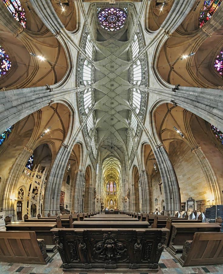 Interior de la catedral del St Vitus en Praga, República Checa fotos de archivo libres de regalías