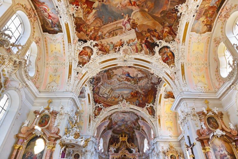 Interior de la catedral en Innsbruck Austria fotografía de archivo