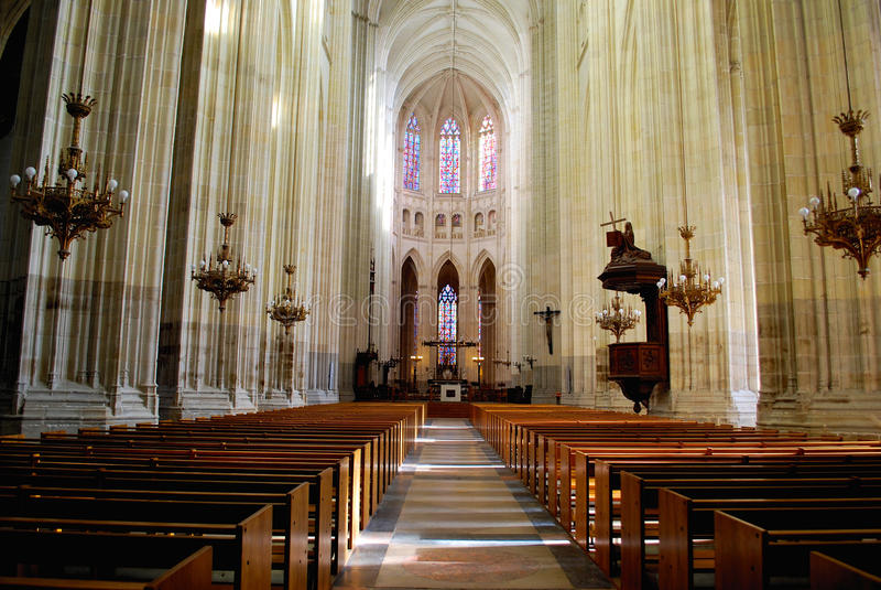 Interior de la catedral en Nantes fotos de archivo libres de regalías