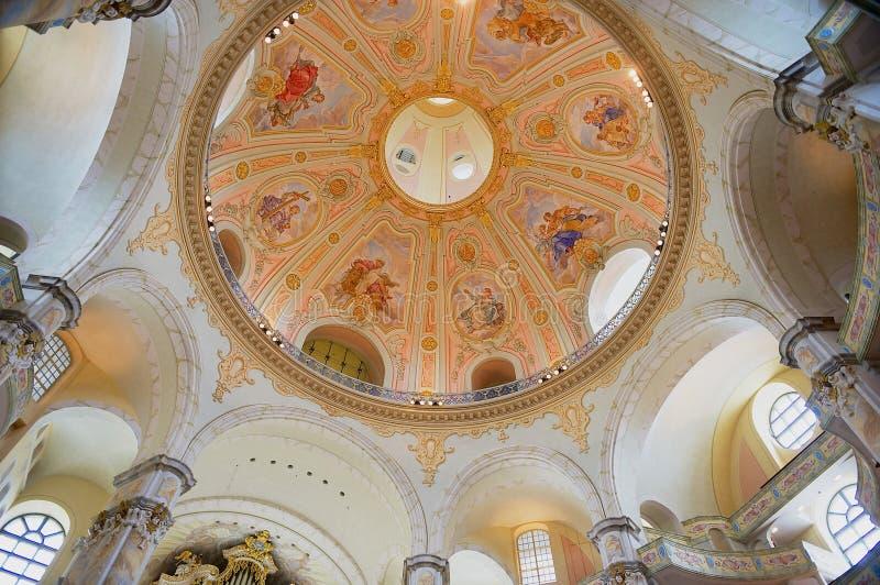 Interior de la catedral de Frauenkirche en Dresden, Alemania fotografía de archivo libre de regalías