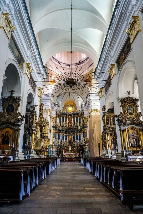 Interior de la catedral de la jesuita de Grodno foto de archivo