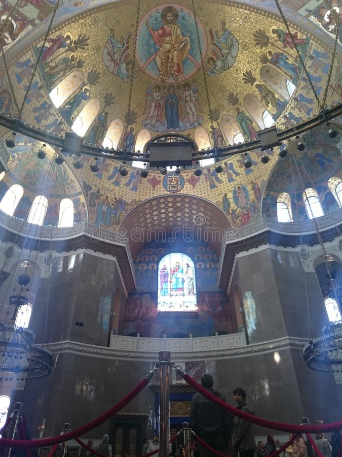 Interior de la catedral naval de San Nicolás en Kronstadt, St Petersburg, Rusia fotografía de archivo libre de regalías