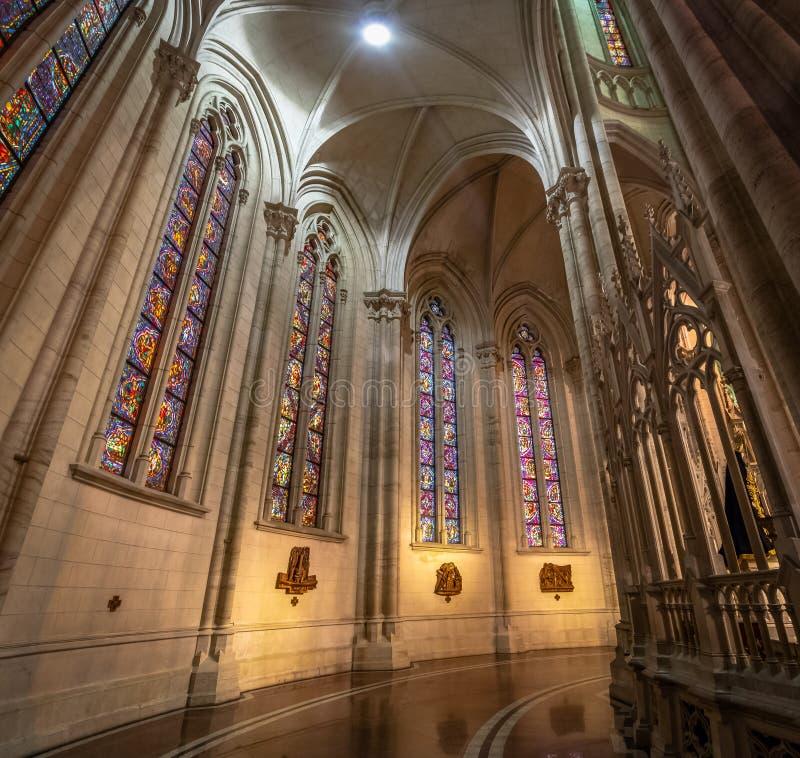 Interior de la catedral de La Plata - provincia de La Plata, Buenos Aires, la Argentina imagenes de archivo