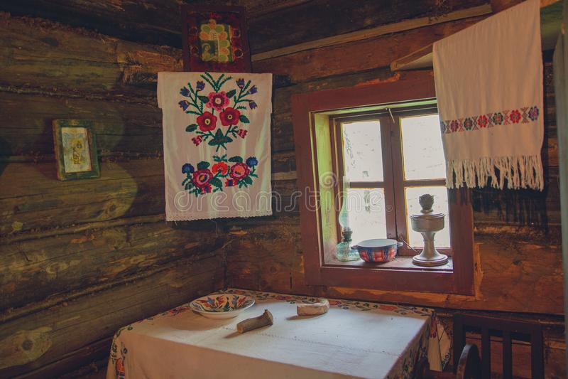 Interior de la choza de campesinos ucranianos imagen de archivo libre de regalías