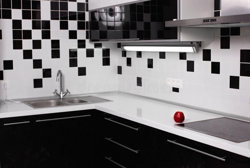 Interior De La Cocina Blanco Y Negro Con La Manzana Roja Foto De